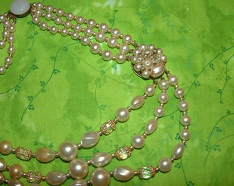 Vintage Necklace with faux Pearls and Crystal beads