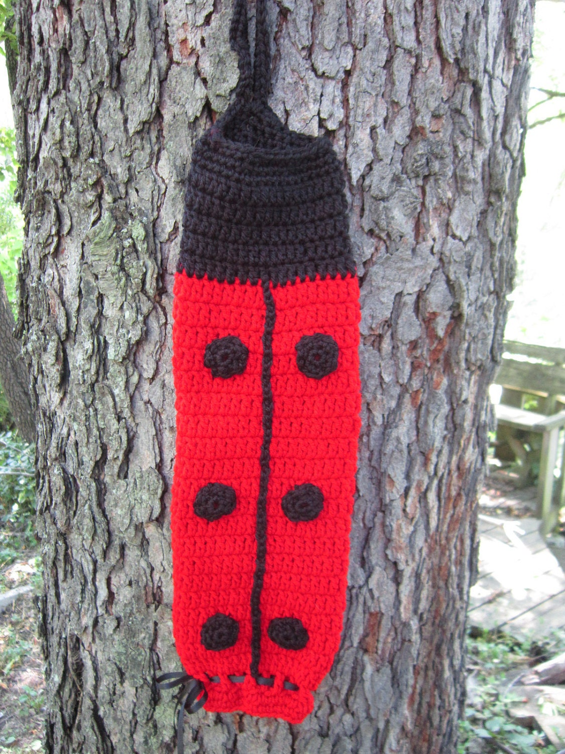 crochet plastic bag holder ladybug red and black. Black Bedroom Furniture Sets. Home Design Ideas
