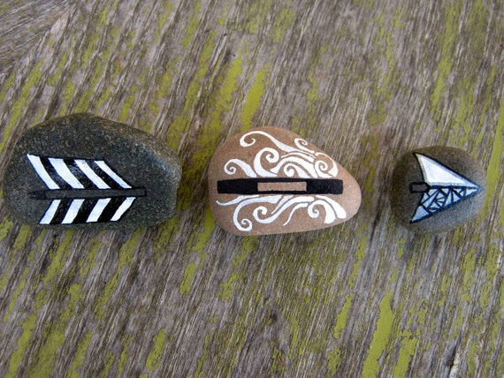 Hand painted stone set-arrow head,shaft, fletching