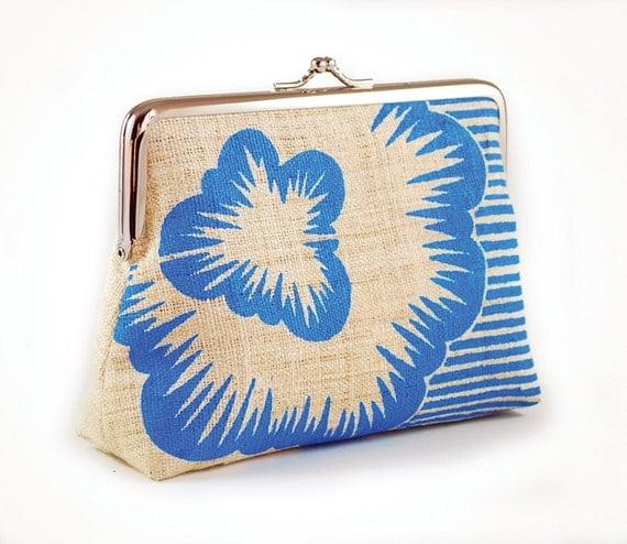 Hemp purse with blue screenprinted flower