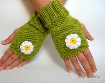 Green Fingerless Gloves with Crochet Flowers, Spring Fashion, Gift for mom, Mothers Day Gift, St Patricks Day