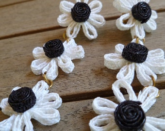 Vintage Black and White Straw Raffia 80's Daisy Earrings