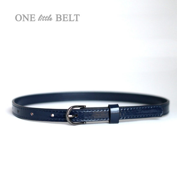Classic and practical through to fashion statement accessories, a women's belt is a wardrobe staple. Leather belts in black and tan are perfect for those who like to keep things understated – style with mid-blue jeans and plain shirts for a laid-back weekend look.