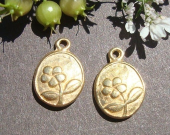 2 pcs, 11.2x8x2.5 mm, 24K Gold vermeil over Sterling silver Little flower Charm Pendant, Bali Artisan - PC-0094