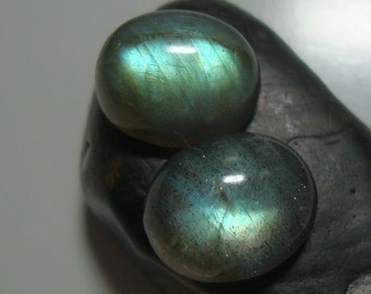 10x12mm, AAA Flashing Fiery Green Blue LABRADORITE Smooth Oval Cabochon