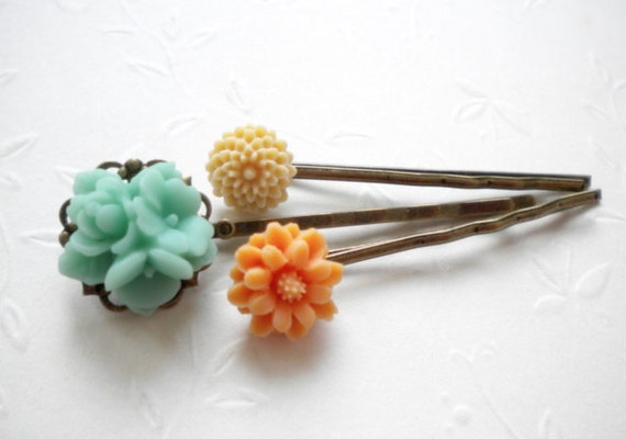 Bobby Pin Flowers - Green Orange Beige