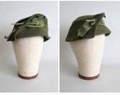 Vintage 1930s Hat : 30s Deco Tilt Hat Green