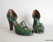 Vintage 1940s Shoes : 40s Green Button Peep Toe Pumps