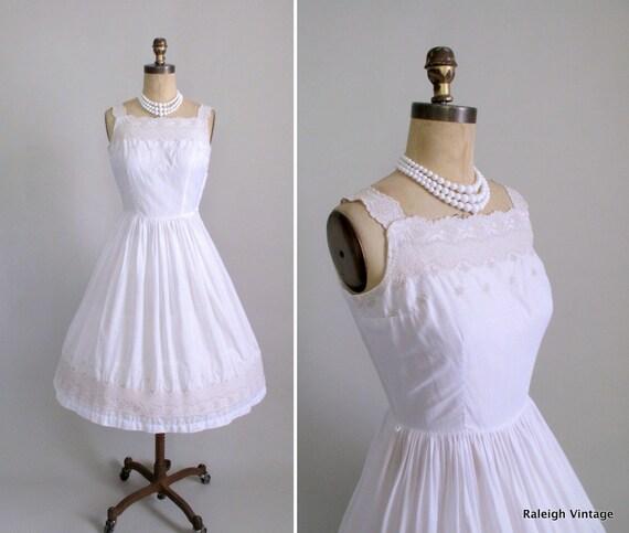 Vintage 1950s Dress : 50s White Embroidered Sundress