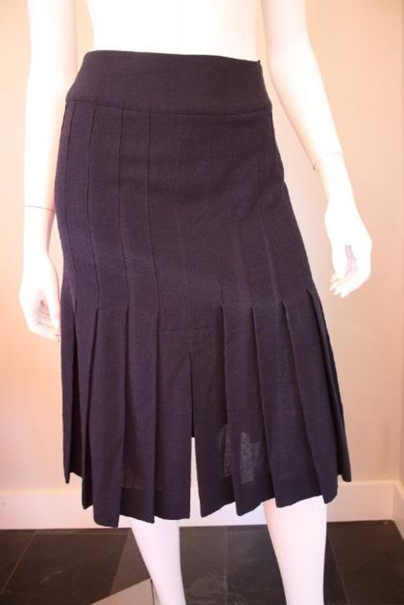 Vintage Chanel navy blue wool pleated skirt with beautiful navy and gold CC buttons. Classic, chic, and flirty