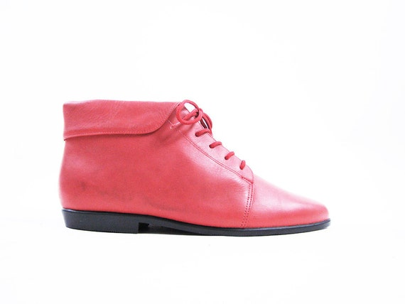 Vintage Red Leather Cuffed Ankle Boots // Lace Up Booties / Size 10