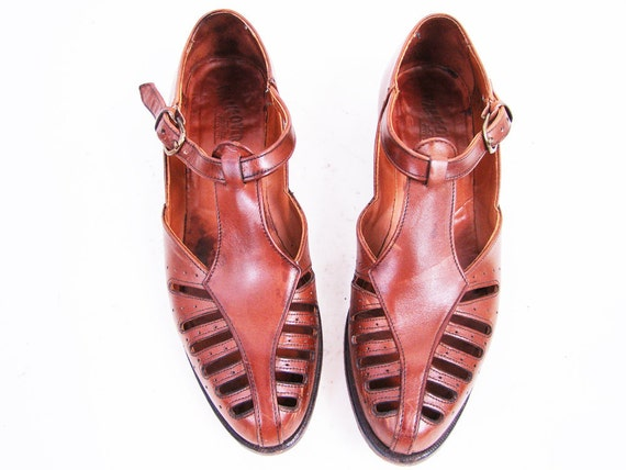 r e s e r v e d Vintage Brown Leather T Strap Sandals with Cut Outs Size 9.5