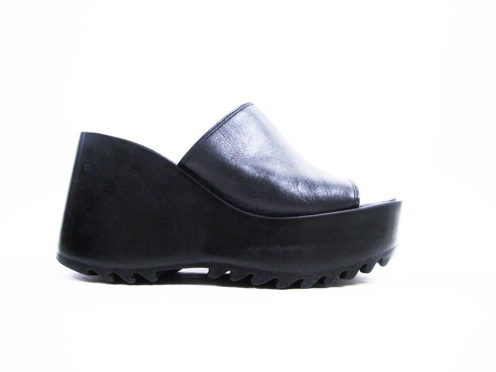 Vintage 90s Black Leather Platform Sandals by Steve Madden