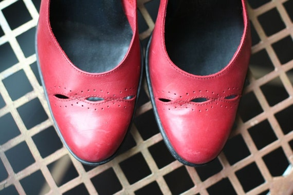 Vintage Etienne Aigner Apple Red Leather Pumps