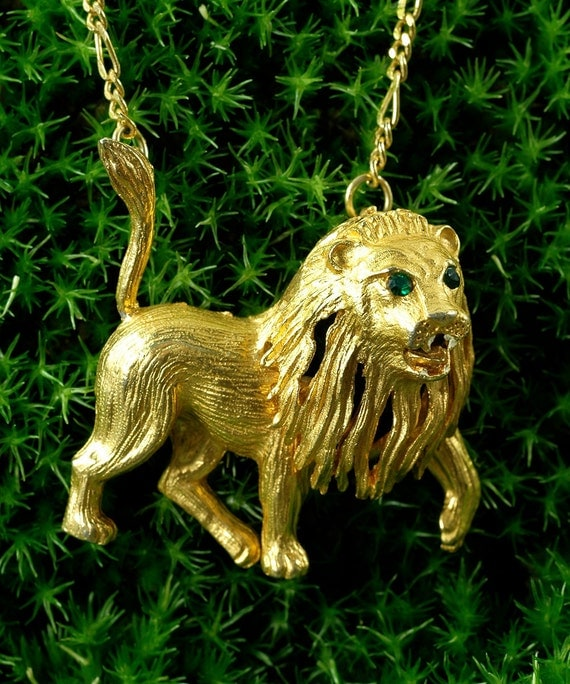 Vintage LION Pendant Necklace - Regal - Gold and Rhinestone