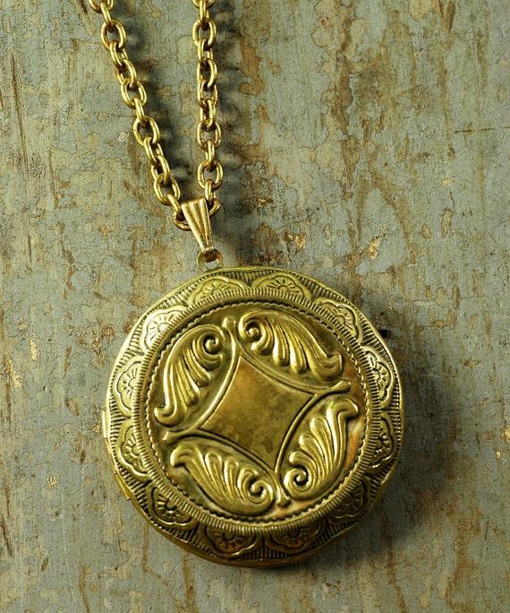 Vintage 60s Brass LOCKET Pendant Necklace - Double Picture - LARGE