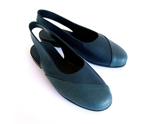 BLUE Embossed Leather FLAT SHOES - size 10 - 80s - Made in Italy - New and Never Worn