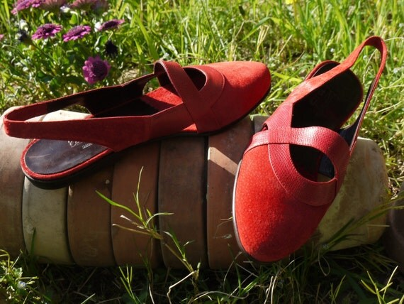 Red suede reptile flats - size 6.5 - 80s - Made in Italy - New and Never Worn