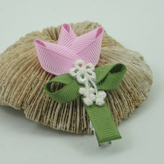 Pink tulip clip