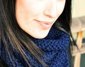 the orcas island cowl in navy