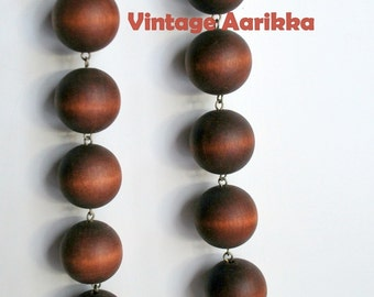 1960s Modernist , Aarikka Vintage Brown Wood Bead Necklace designed by Finnish Designer Kaija Aarikka, 32 in. long.