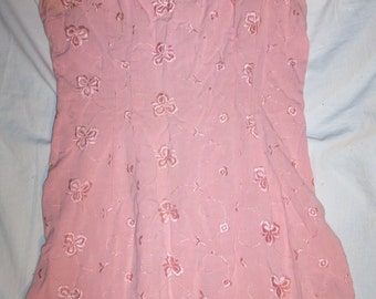 Beautiful Authentic 60s Womens Small Salmon Pink Floral Embroidery Design Spring Summer Mad Men Type Dress (Item Has 50 % OFF APPLIED)