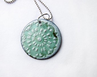 Snowflake Doily Enamel Necklace - White/Mint Green