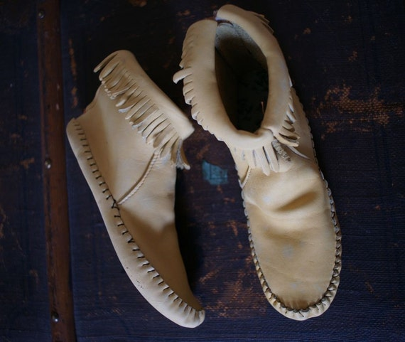 70s Boho Taos Moccasins Egg Shell Yellow 6.5