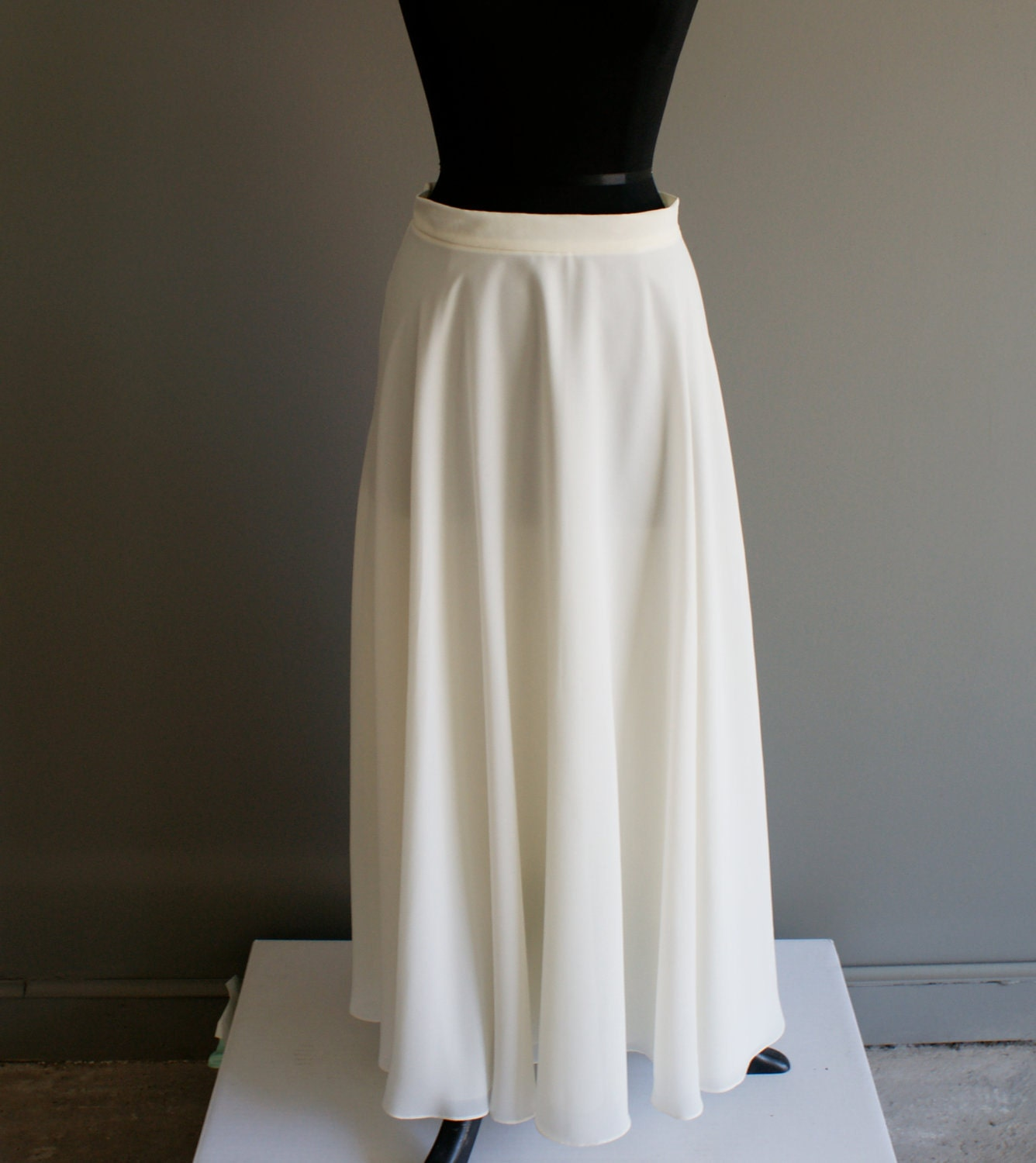 off white long flowy maxi skirt m