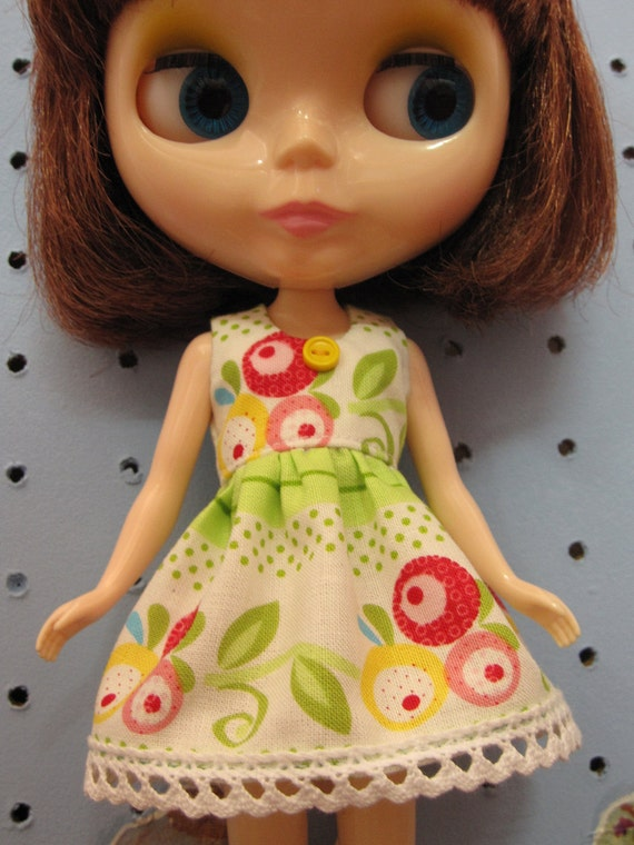 Bright green flower dress for blythe