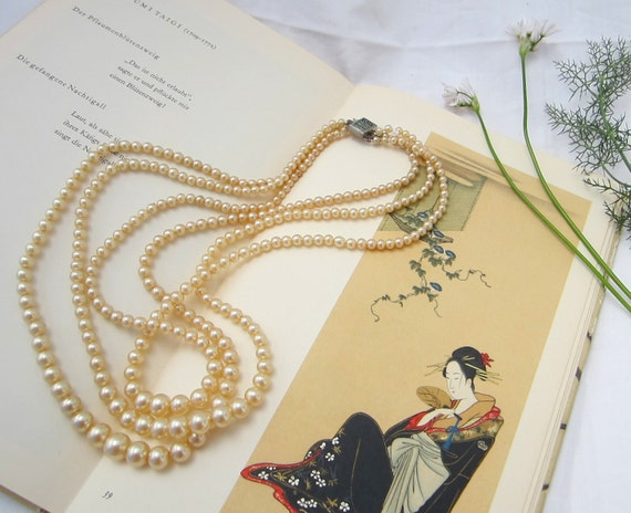 vintage chic elegant 3 strand faux pearl ivory color necklace 1960s 1950s FREE SHIPPING
