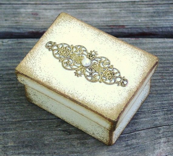 Simply Elegant Wedding Ring Box