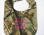 Bet your Daddy cant hunt like MINE - Baby Bib Realtree Camo - Large - HOT PINK