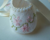 Baby Girl Shoes . Christening Shoes . Infant Slippers Booties with Embroidered Pink Flowers.  Handmade White Felt Baby Shoes Booties
