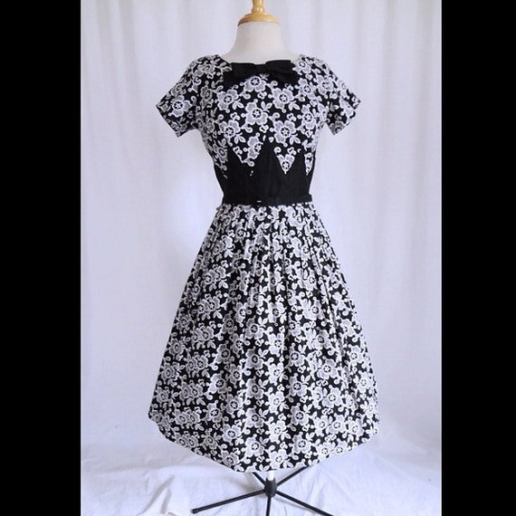 Vintage 50s Dress White Lace Emboidery Print Tuxedo Bow Diamond Point New Look 1950s Party Dress S/M