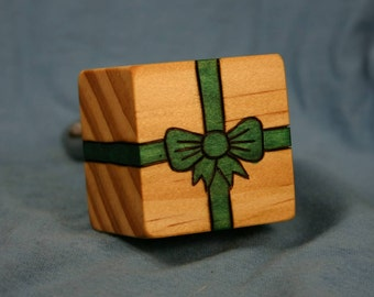 Wood Wine Bottle Stopper Gift Box  New Zealand Pine, with Woodburned Green Ribbon