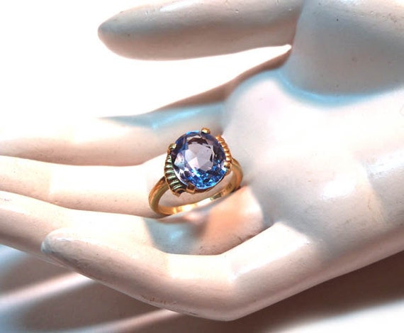 Vintage 1950s 10k Yellow Gold Ring Large Round Sparkly Blue Topaz Stone Size 6