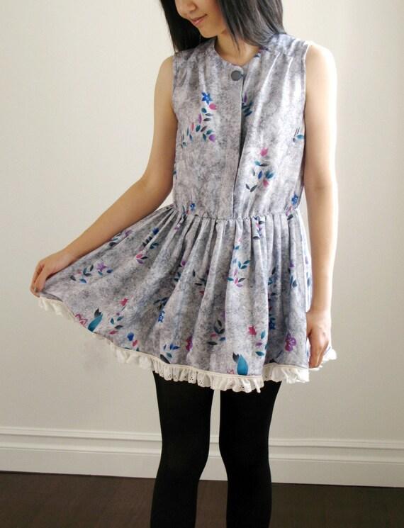Vintage floral pattern grey lace trim dress.