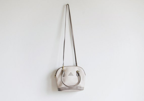 Vintage 1980s LIZ CLAIBORNE light grey shoulder purse with handles.