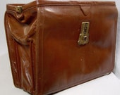 Vintage 1940s leather briefcase with key - expanding Gladstone bag