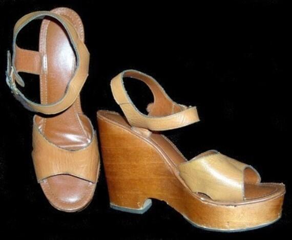 vintage 60s 70s caramel leather hippie platform shoes w wood