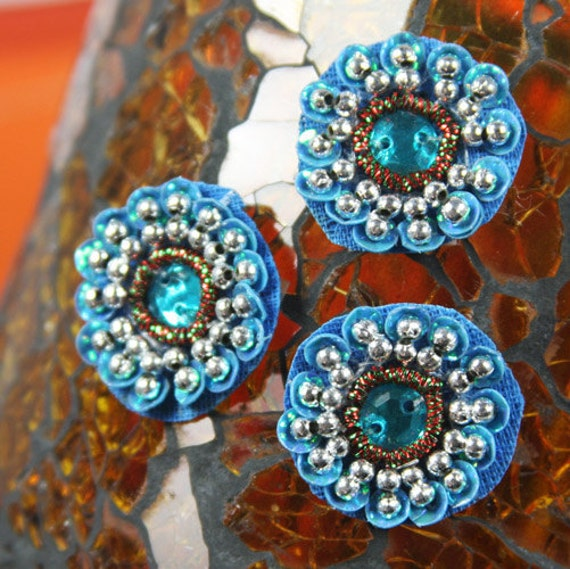 Pre-packed 20 pieces of Dynasty Bling Flower Embellishments - Azure sea blue