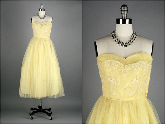 Vintage 1950s Dress . Yellow Tulle . Strapless . Embroidery . XS/S . 1531