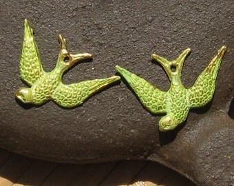 love birds pair , SWOOPING bird bird pendant charm,bright keylime green patina 4 pcs