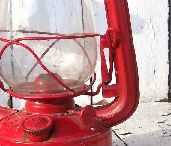 Vintage Kerosene Lantern. Railroad Oil Lamp. BArn Lamp. Farmhouse Decor. Red