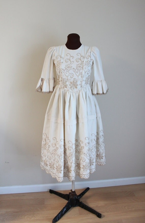 Vintage 1970's 1980's Beige Cotton Corset-Back Renaissance Dress (xs-s)