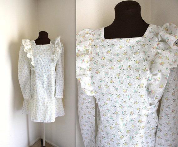 1970s Dress / Prairie Dress / Eyelet Mini Dress (m)