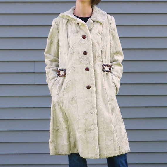 1960s 60s Faux Fur Coat, White Blonde Faux Rabbit Fur Swing Jacket, Brown Bakelite-Like Buttons Linked Squares, Satin Lining, Fantastique