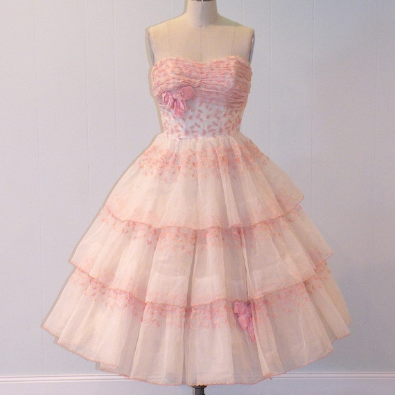 1950s Party Dress, 50s Strapless Prom Dress, Embroidered Organza & Tulle Vintage Formal Wedding Dress, Full Skirted Dress, Cupcake Dress XS