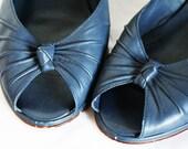 Vintage Nine 9 West Wedge Heel Peep Toe Shoes Navy Blue Size 10